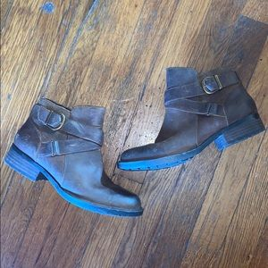 Born ankle boots booties 7 M brown leather belted